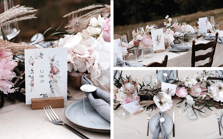 Tischdeko Hochzeit: Pastellfarben in rosa, beide und creme tauchen auf der Hochzeitstafel auf sowie in den darauf geschmückten Blumengestecken. Das Geschirr ist hellblau und das Besteck Silber.
