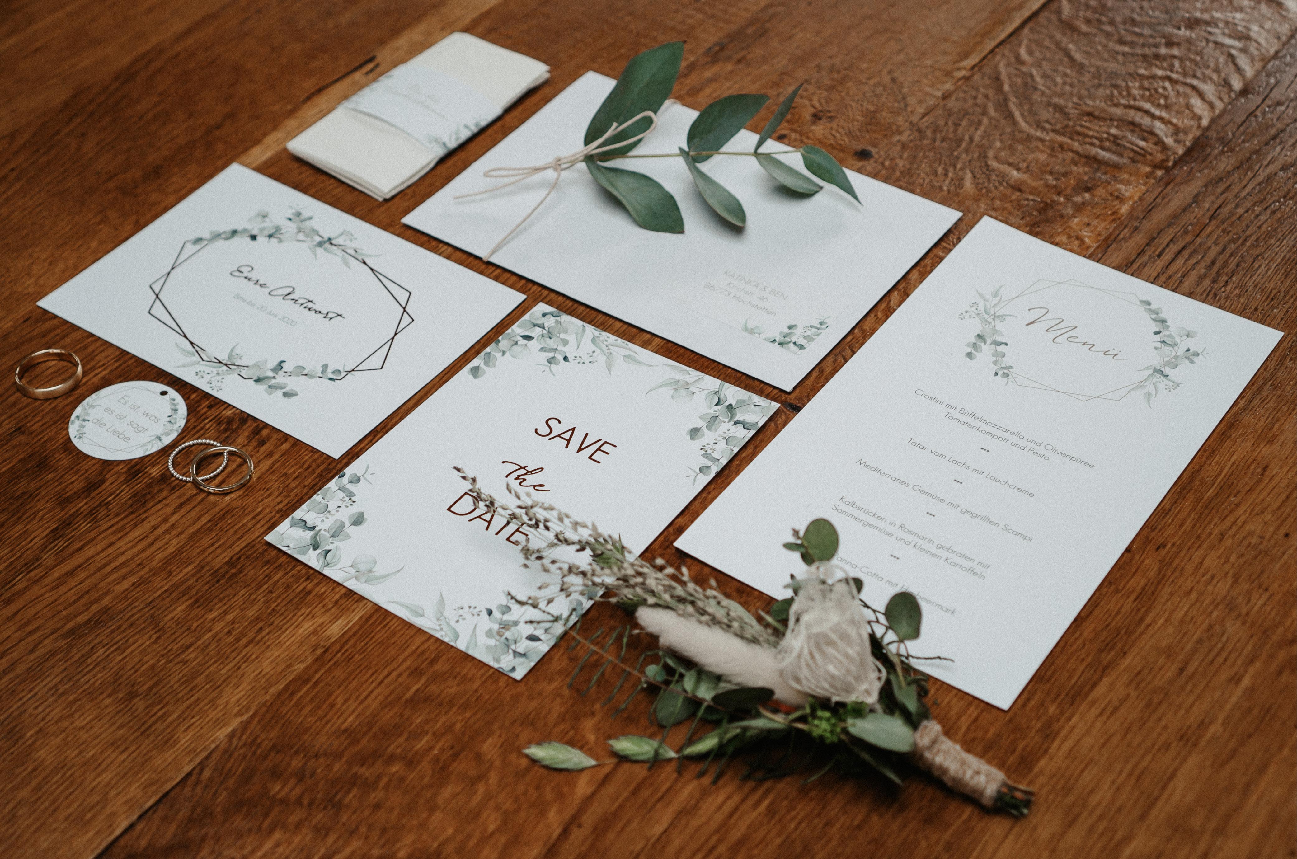 """Hochzeitspapeterie """"Soft Greenery"""" mit Eukalyptus-Illustrationen."""