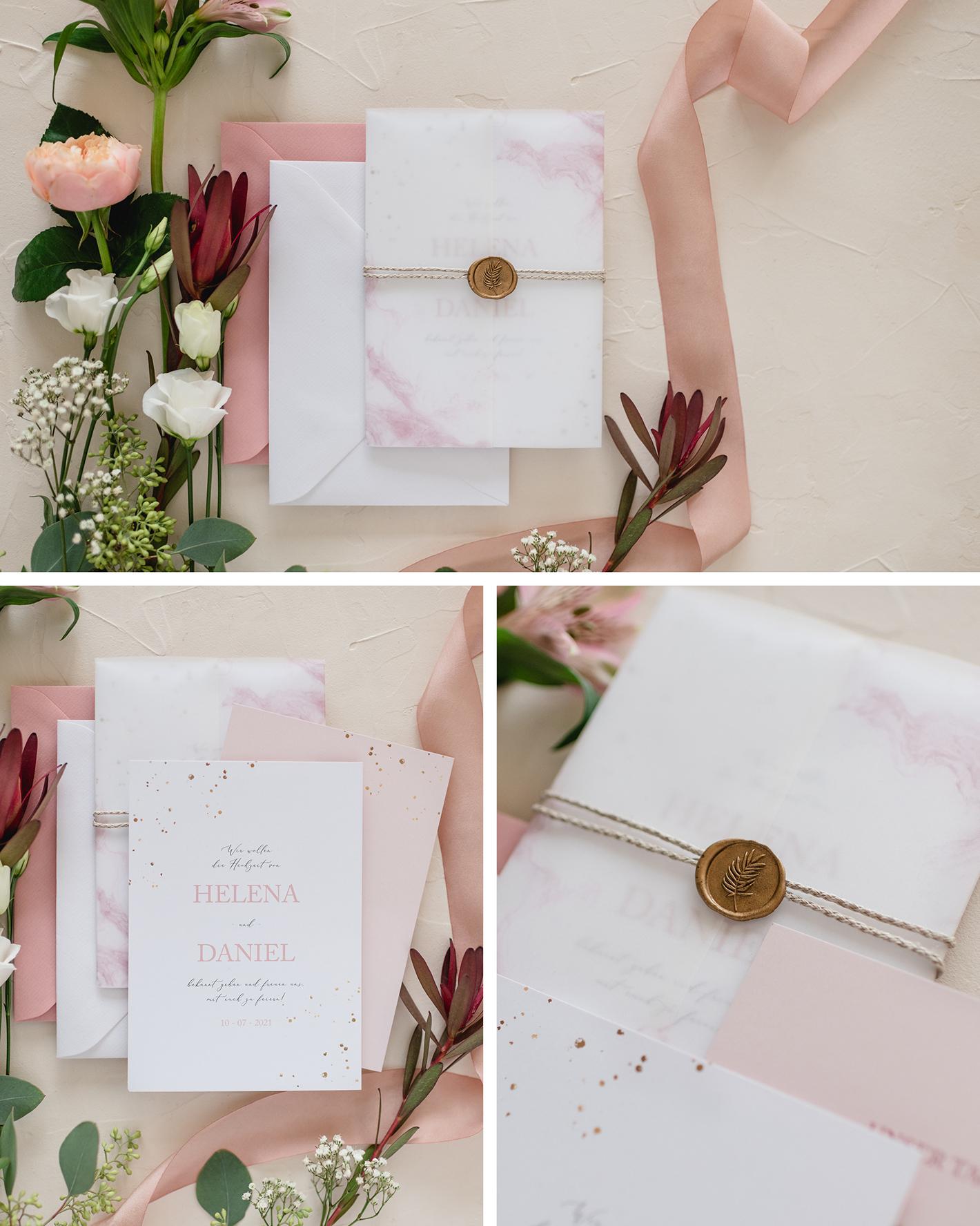 Weiße Karte ist mit Transparentpapier umwickelt und wird mit einem goldenen Siegel zusammengehalten als Hochzeitseinladung.