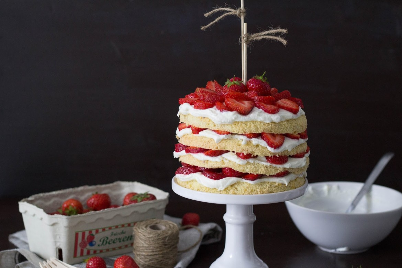 Victorias Erdbeer-Naked-Cake
