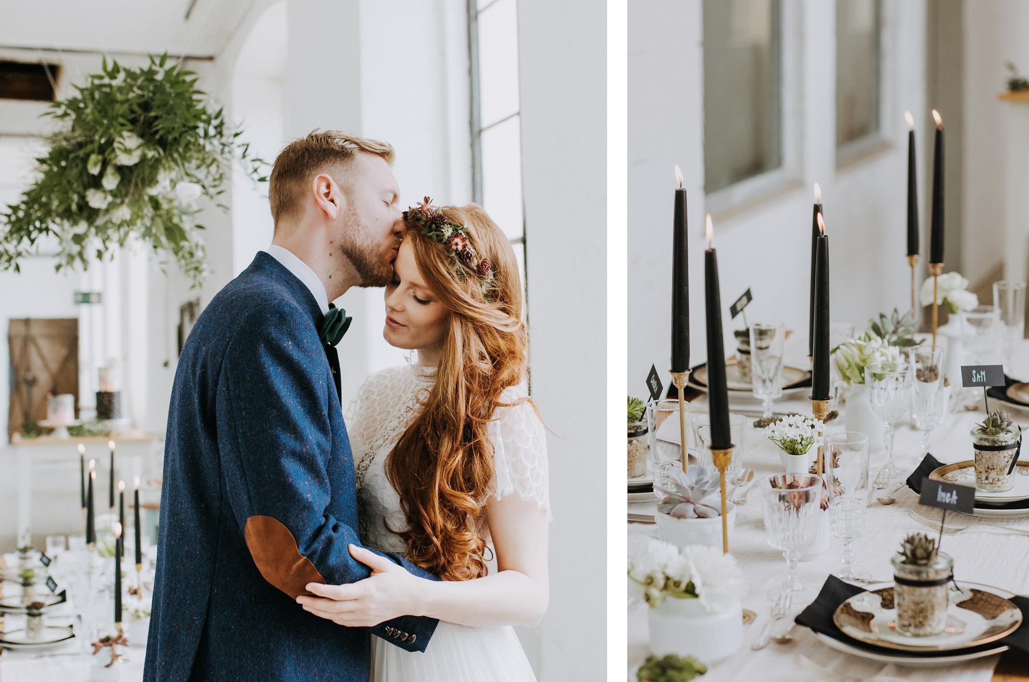 Verliebtes Brautpaar in bei puristischer Hochzeit vor nachhaltiger Hochzeitstafel
