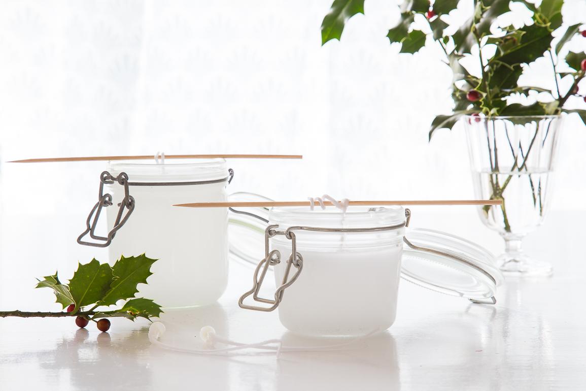 Wachs in ein leeres Einmachglas füllen und aushärten lassen als Tischdeko zu Weihnachten.