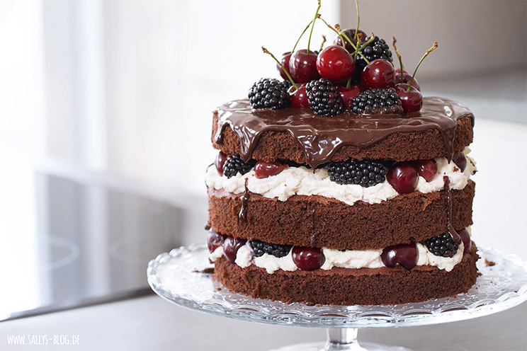 Sallys Naked Cake mit Mascarpone, Beeren und Kirschen