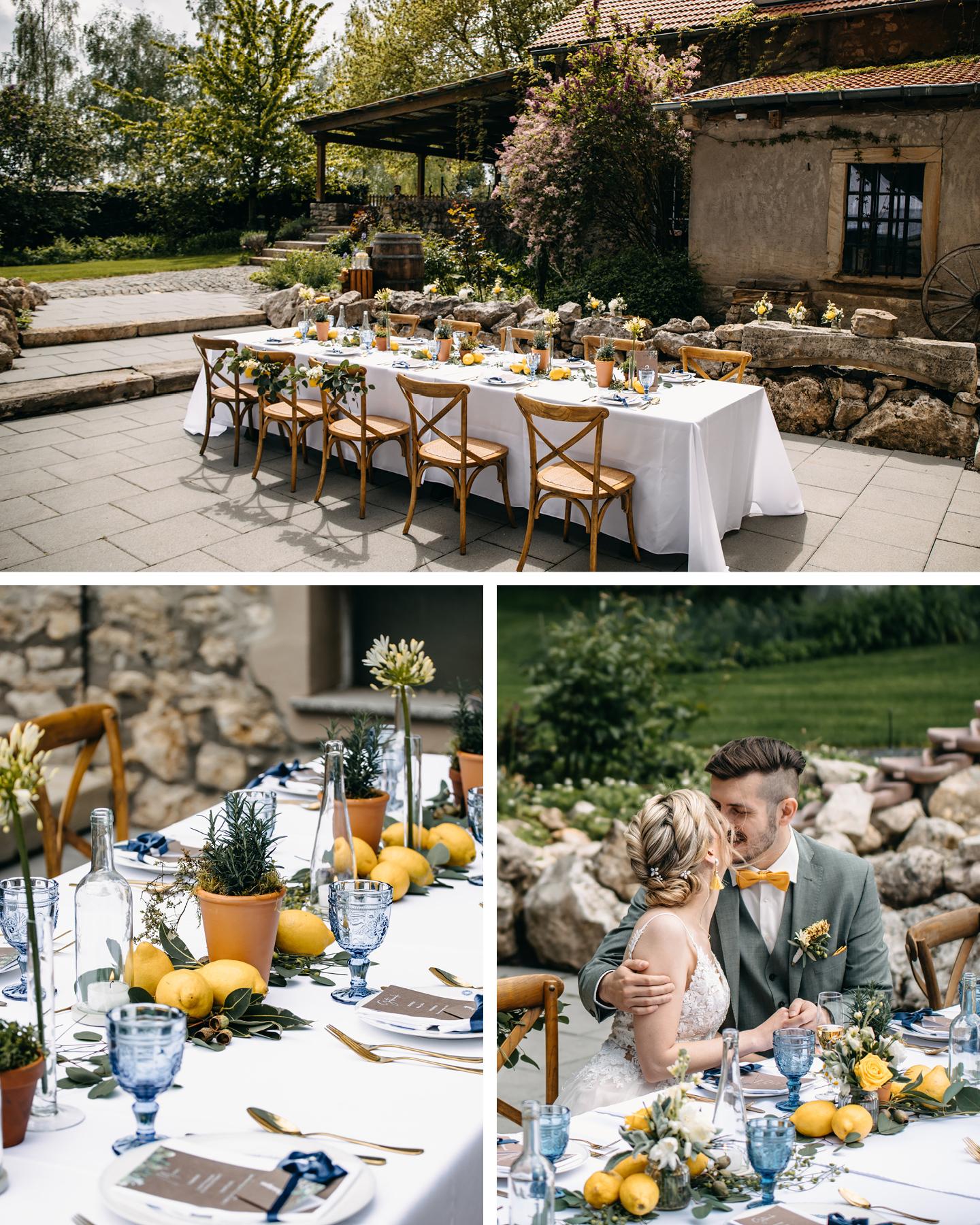 Hochzeitstafel am Weingut ist in Weiß und Blau dekoriert. Zitronen und grüne Blätter sorgen für Italien-Feeling.