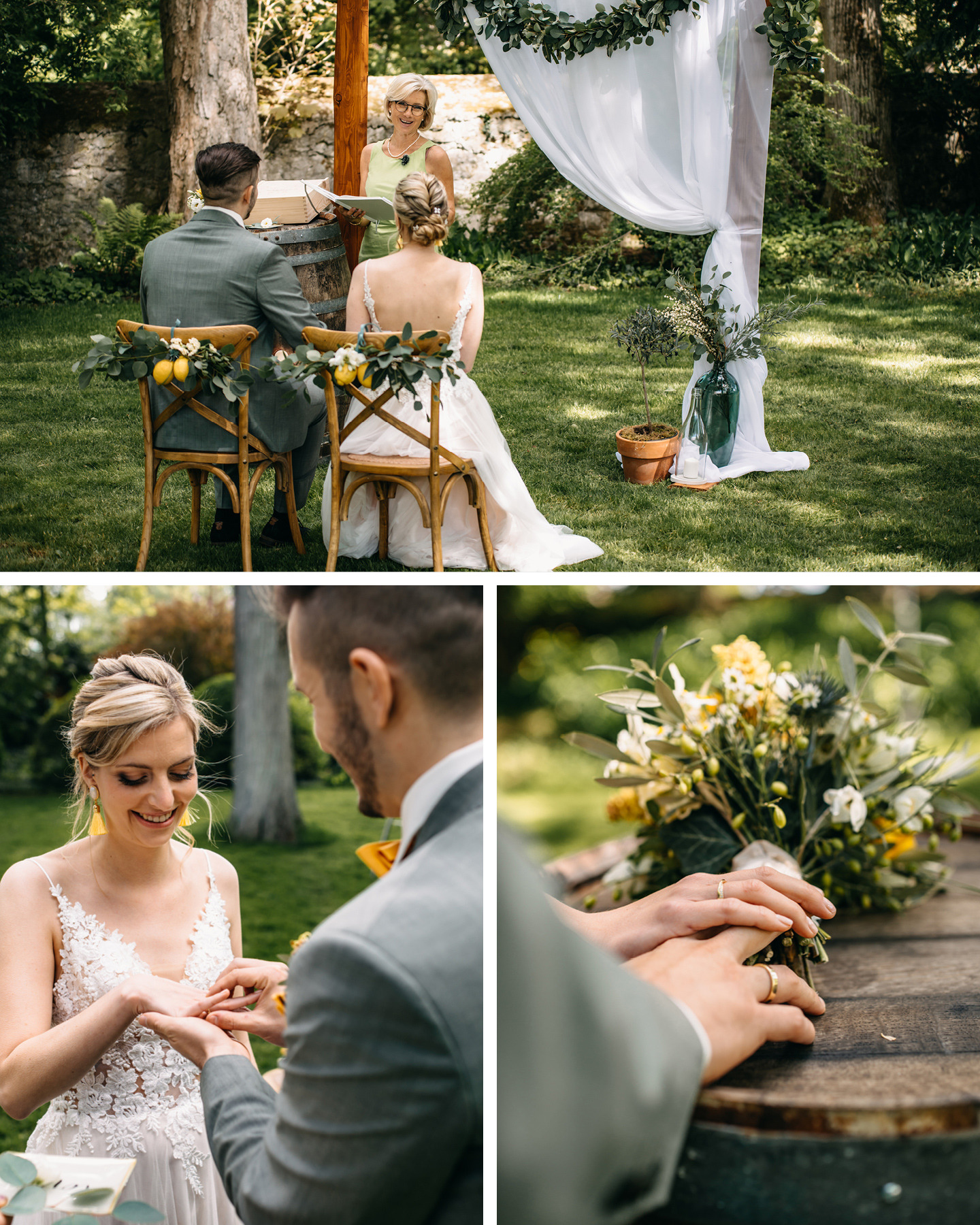 Brautpaar sitzt auf Holzsttühlen vor Traubogen und feiert ihre freie Trauung auf dem Weingut.