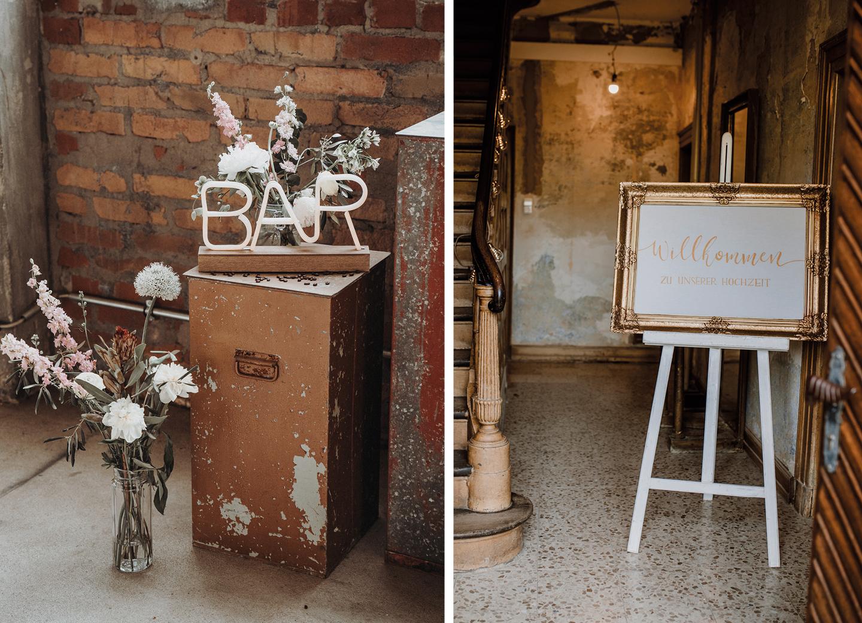 Willkommenschild in goldenen Rahmen begrüßt Hochzeitsgäste zur Hochzeit - Checkliste.