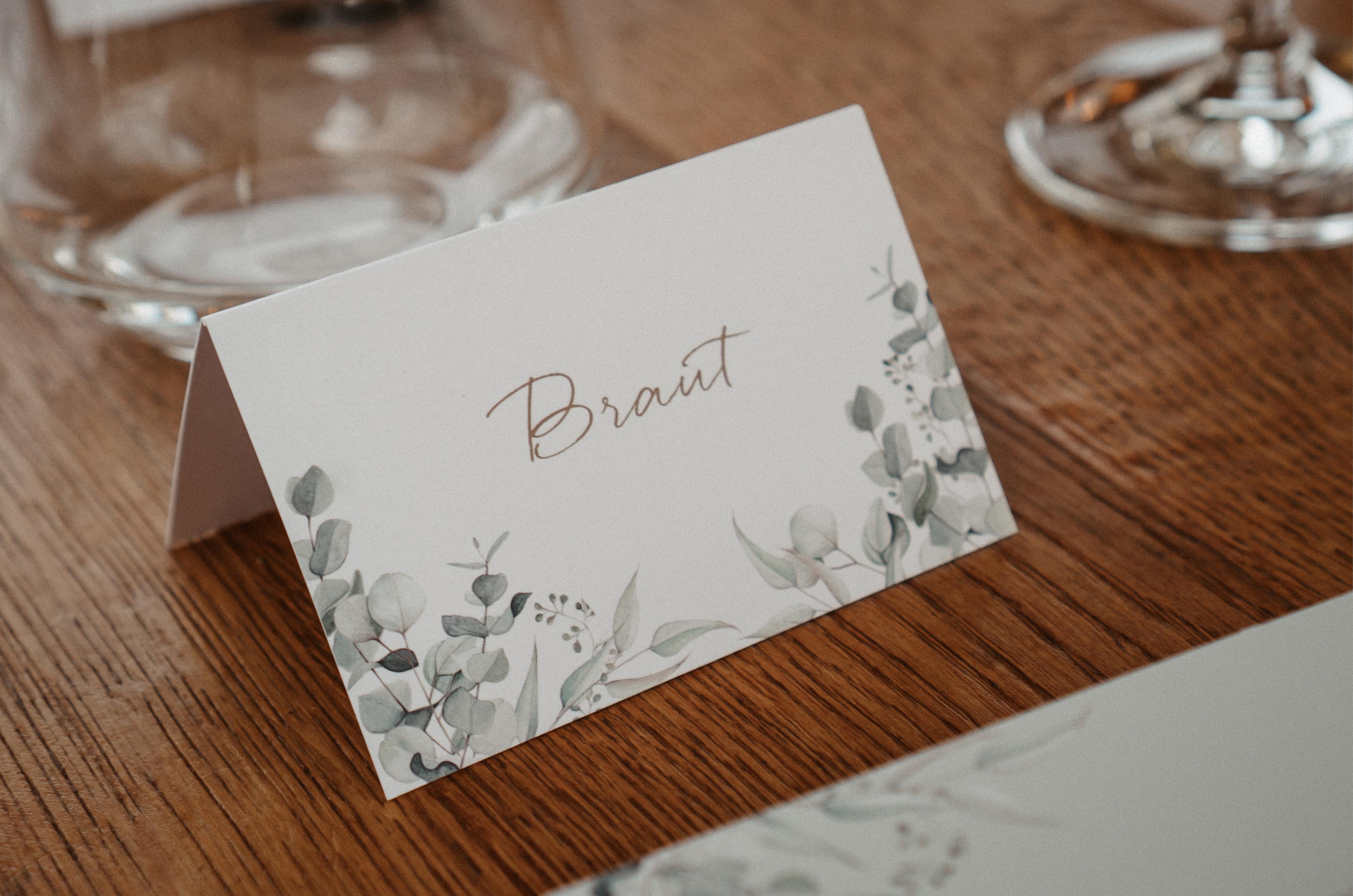 Tischkärtchen im Eukalyptus-Design für die Hochzeit auf dem Schiff