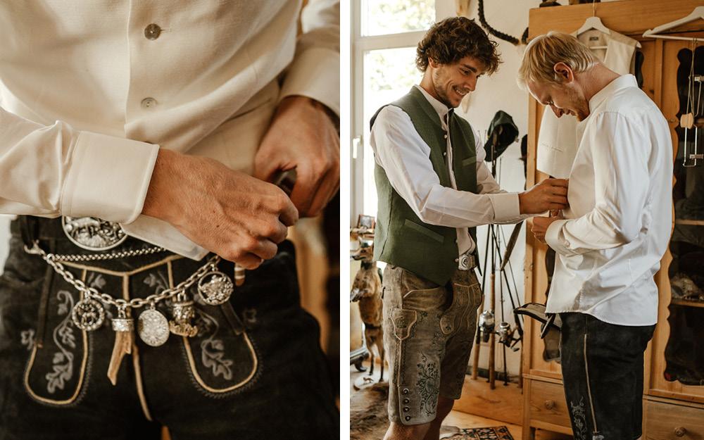 Der Bräutigam wird ebenfalls im traditionell bayrischen Look gestyled und erhält eine Lederhose. Silberner Schmuck ziert diese und lässt sie damit festlicher wirken. Der Trauzeuge unterstützt beim Anziehen.