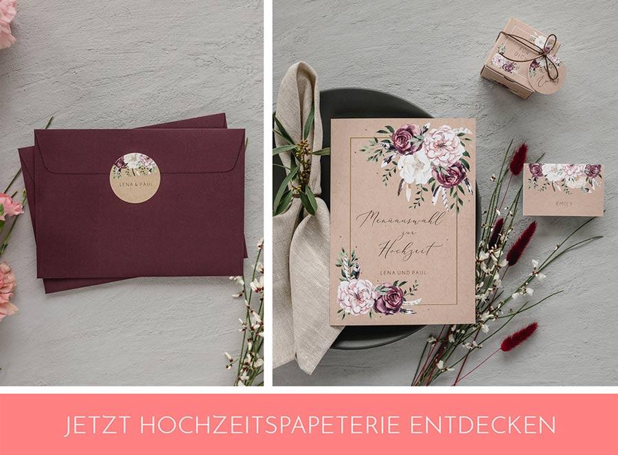 Hochzeitspapeterie in dunklen Farben passend zur Herbsthochzeit: Menükarte, Umschlag, Namenskarte