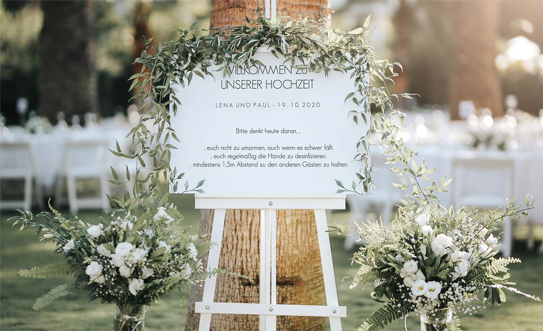 Willkommensschild mit Corona Regeln für die Hochzeit