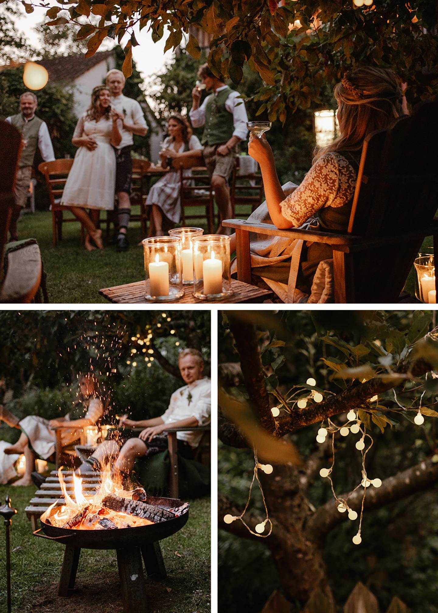 Der Garten wird in den späteren Abendstunden langsam in dämmerndes Licht eingehüllt. Die Gäste machen es sich an der Feuerstelle gemütlich und die Lichterketten in den Bäumen spenden Licht.