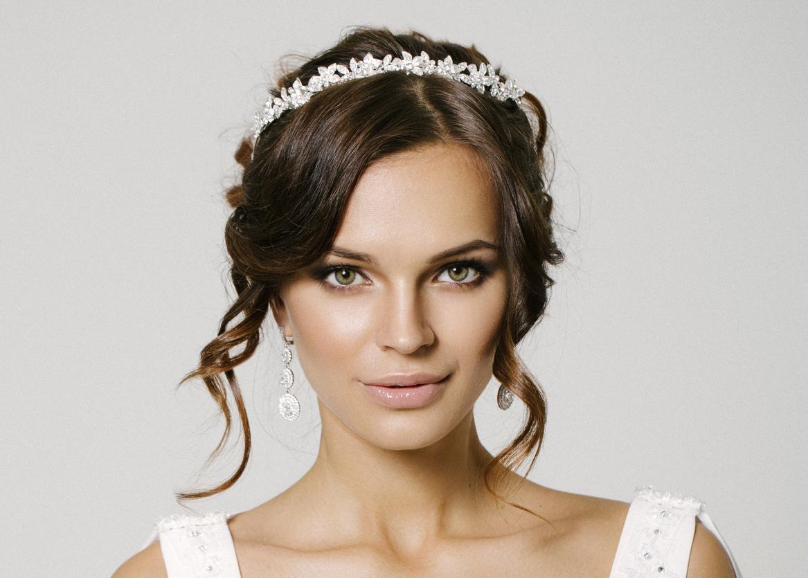 Hochzeit Haarschmuck: Brautfrisuren mit Blumen, Diadem und