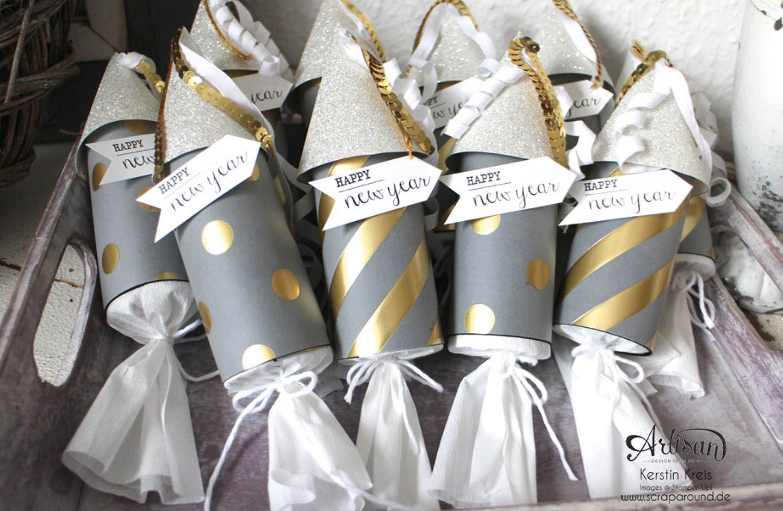 Selbstgebastelte Raketen aus Papier in Gold und Silber, gefüllt mit Konfetti und Sprichwörtern.