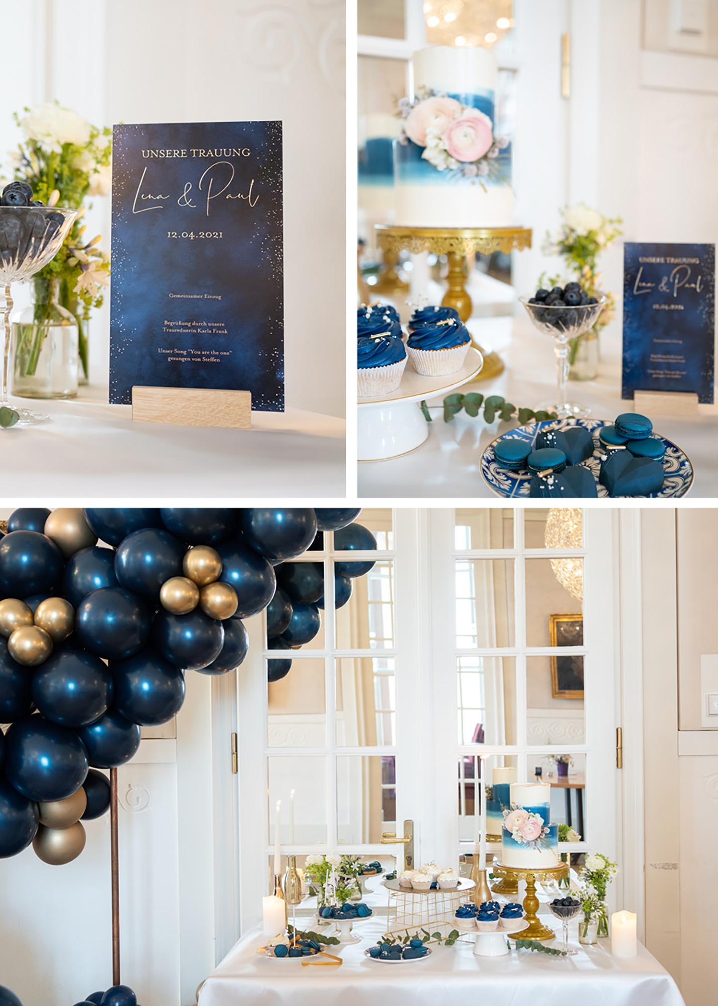 Die Hochzeitsdekoration in Dunkelblau und Gold zieht sich durch die gesamte Location. Auf dem Hochzeitstisch sticht die dunkelblaue Hochzeitspapeterie hervor sowie weitere Elemente in Dunkelblau und Gold.