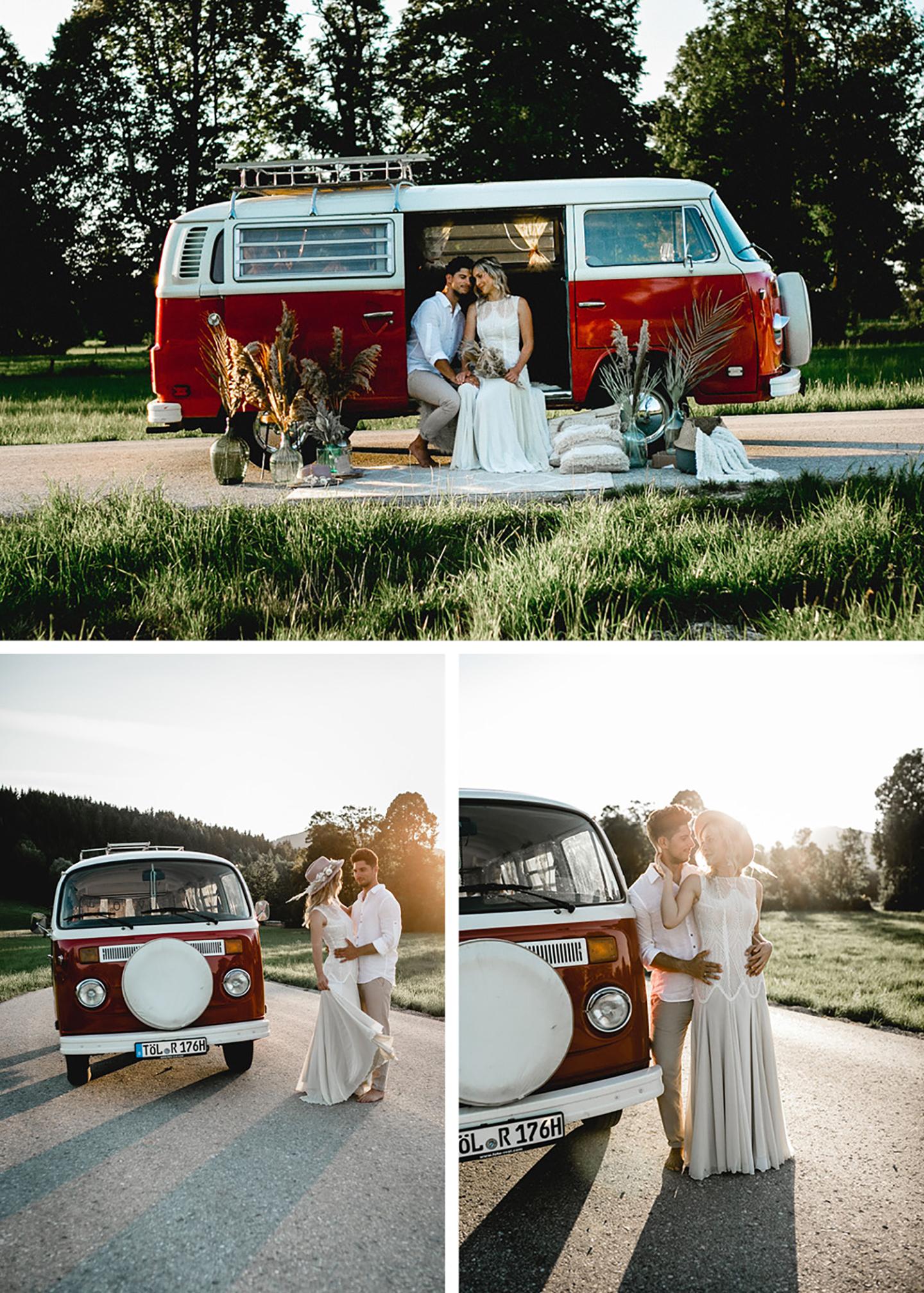Der Bulli steht als Mittelpunkt des Brautpaarshootings in mitten einer Straße durch eine grüne Landschaft. Das Brautpaar befindet sich auf den drei Bildern im und vor dem rot-cremefarbenen Bulli und posiert für das Shooting.