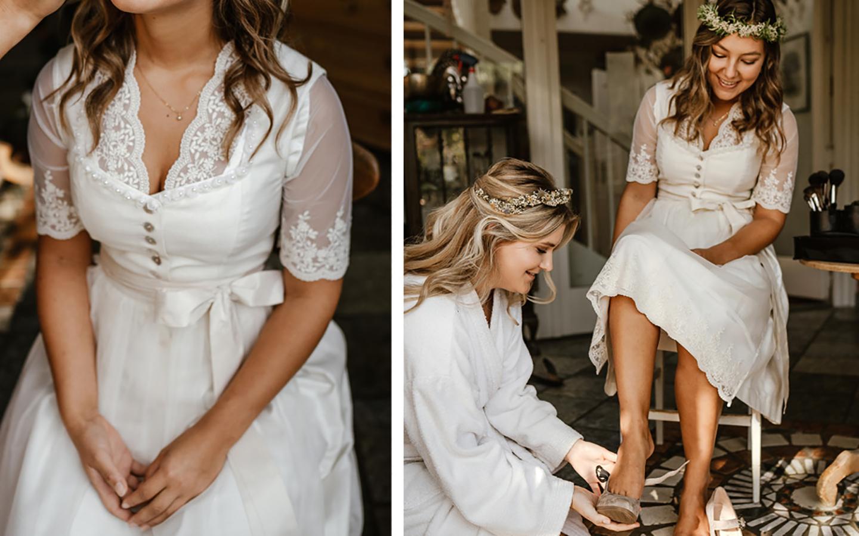 Die Braut wird gestyled und zurechtgemacht. Ihre Trauzeugin hilft ihr beim Anziehen.