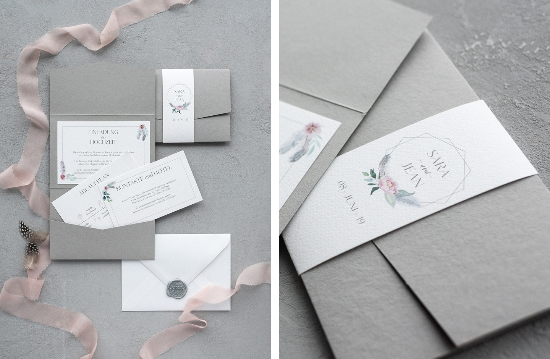 Hochzeitseinladung aus grauen Naturpapier ist dekoriert mit rosa Seidenband und Federn.