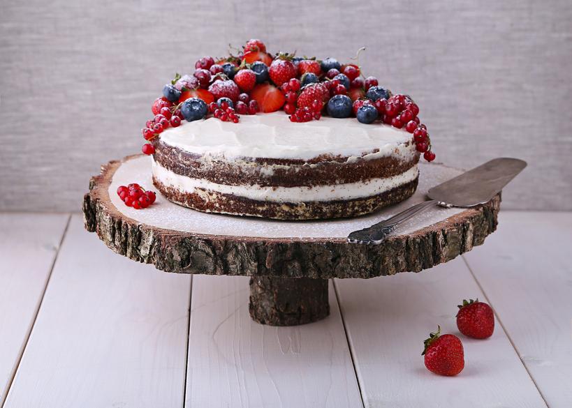 Naked Cake auf einer Baumscheibe