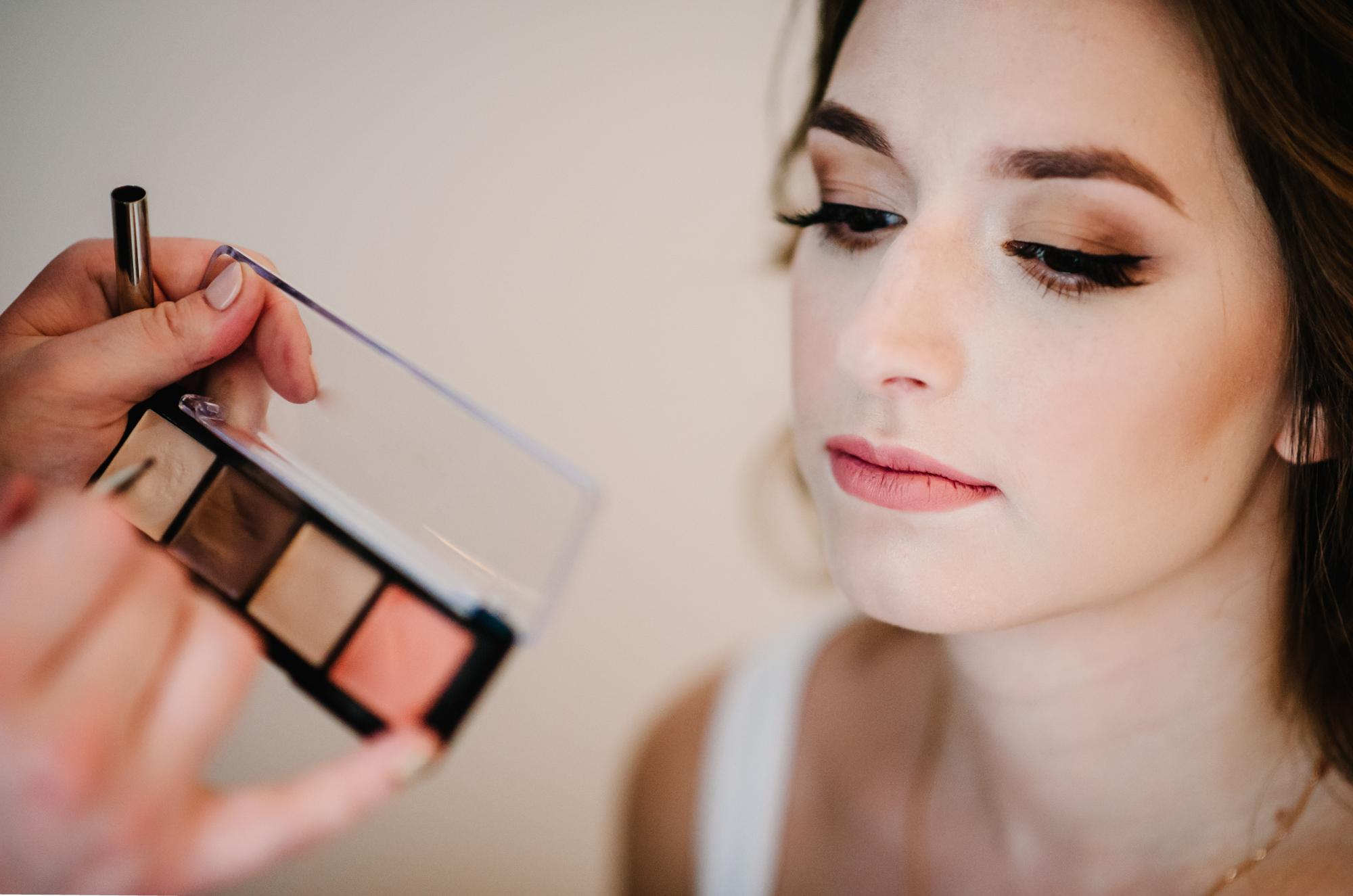 Dezentes Braut-Make-Up für eine puristische Hochzeit