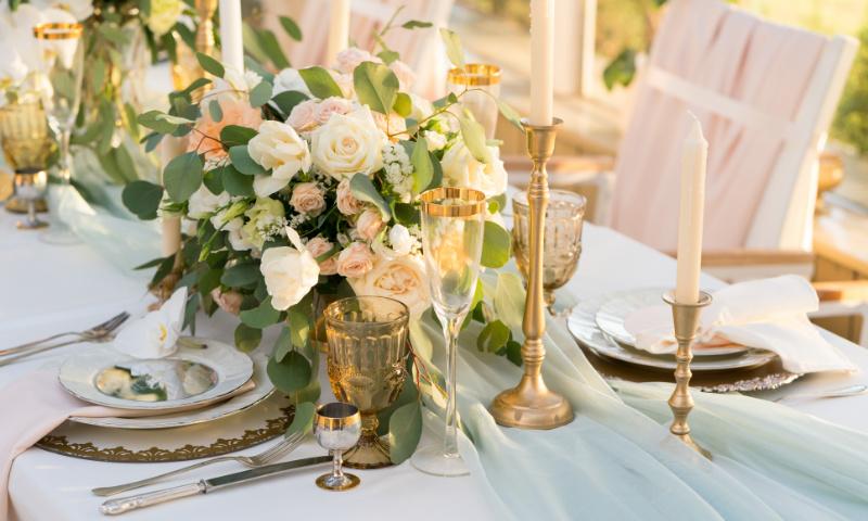 Tischdeko zur Hochzeit: So kannst du deine Hochzeitstafel