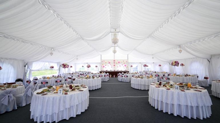 Hochzeitslocation gesucht 14 unverzichtbare kriterien - Zelt deko hochzeit ...