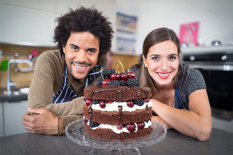Sallys und Alex' Naked Cake mit Mascarpone, Beeren und Kirschen